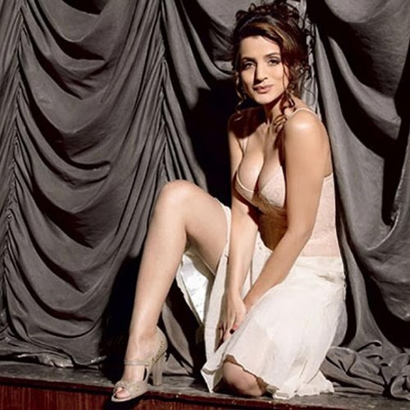 Actress Amisha Patel Latest Hot Images Gallery | Actress Images ...
