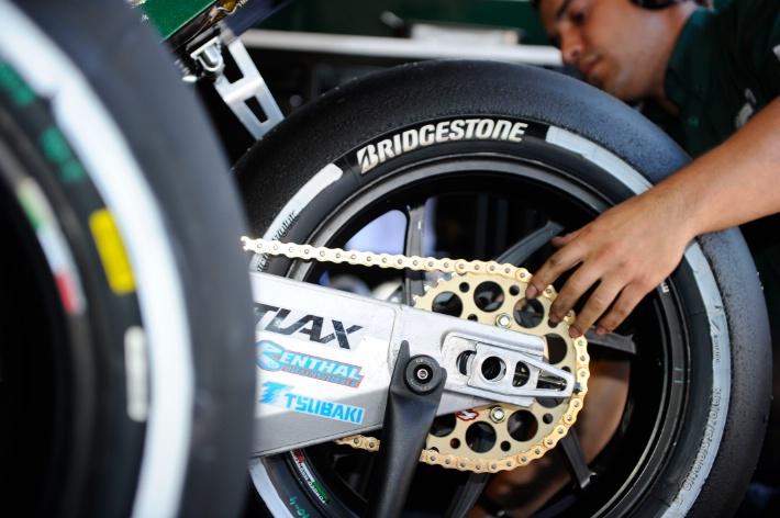 MotoGP : Ini dia perbedaan karakter antara ban Michelin dengan ban Bridgestone . .
