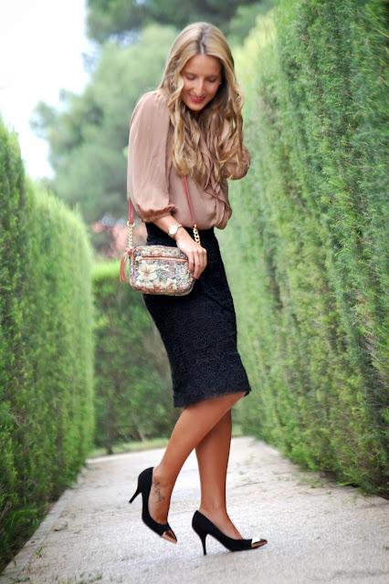 Street style, ladylike, Zara black lace pencil skirt, Zara camel blouse, Bimba & Lola Bag, Mango pumps