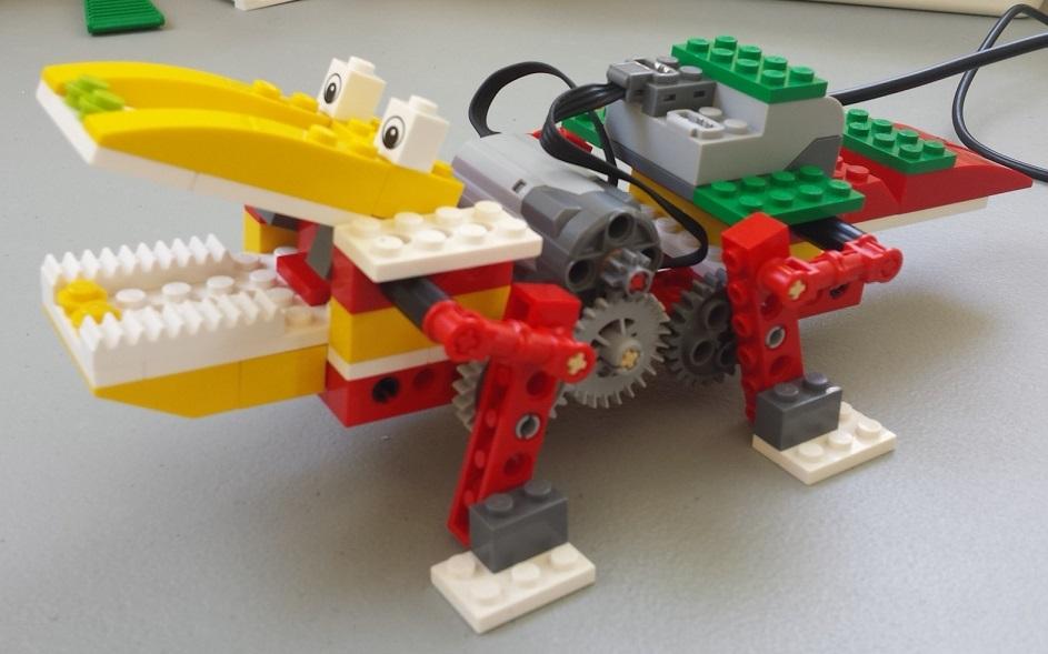 Aula Robótica Dominicana: Cocodrilo robot construido con