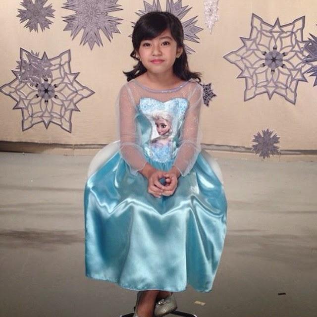 mia jadi princess Elsa dalam Frozen