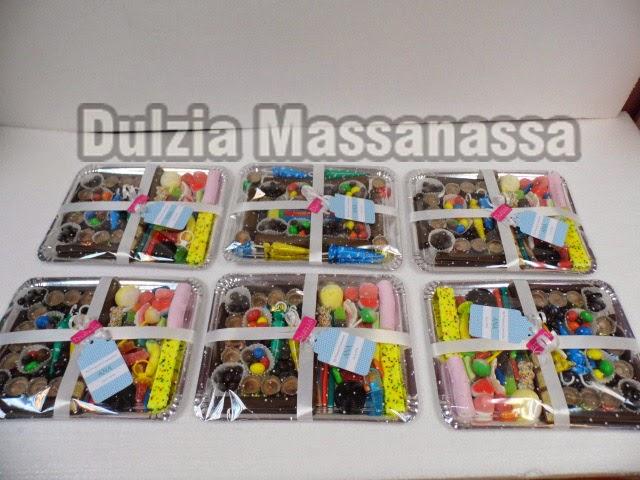 bandeja de chuches chocolate y golosinas dulzia massanassa