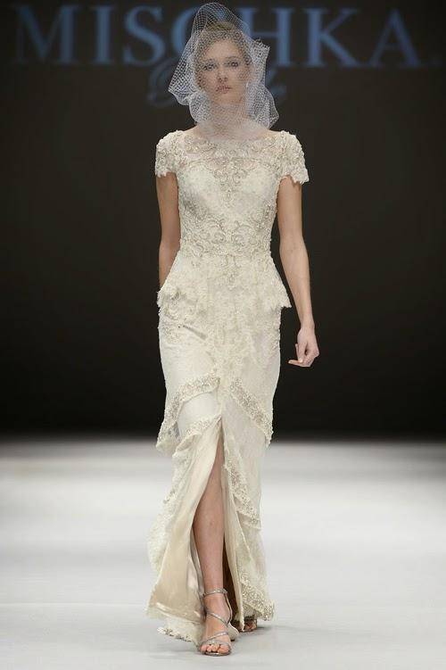 Váy cưới với đường xẻ cao gợi cảm