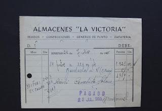 """Factura emitida el 22 de julio de 1955 por Almacenes """"La Victoría""""  por petos y gabardos."""