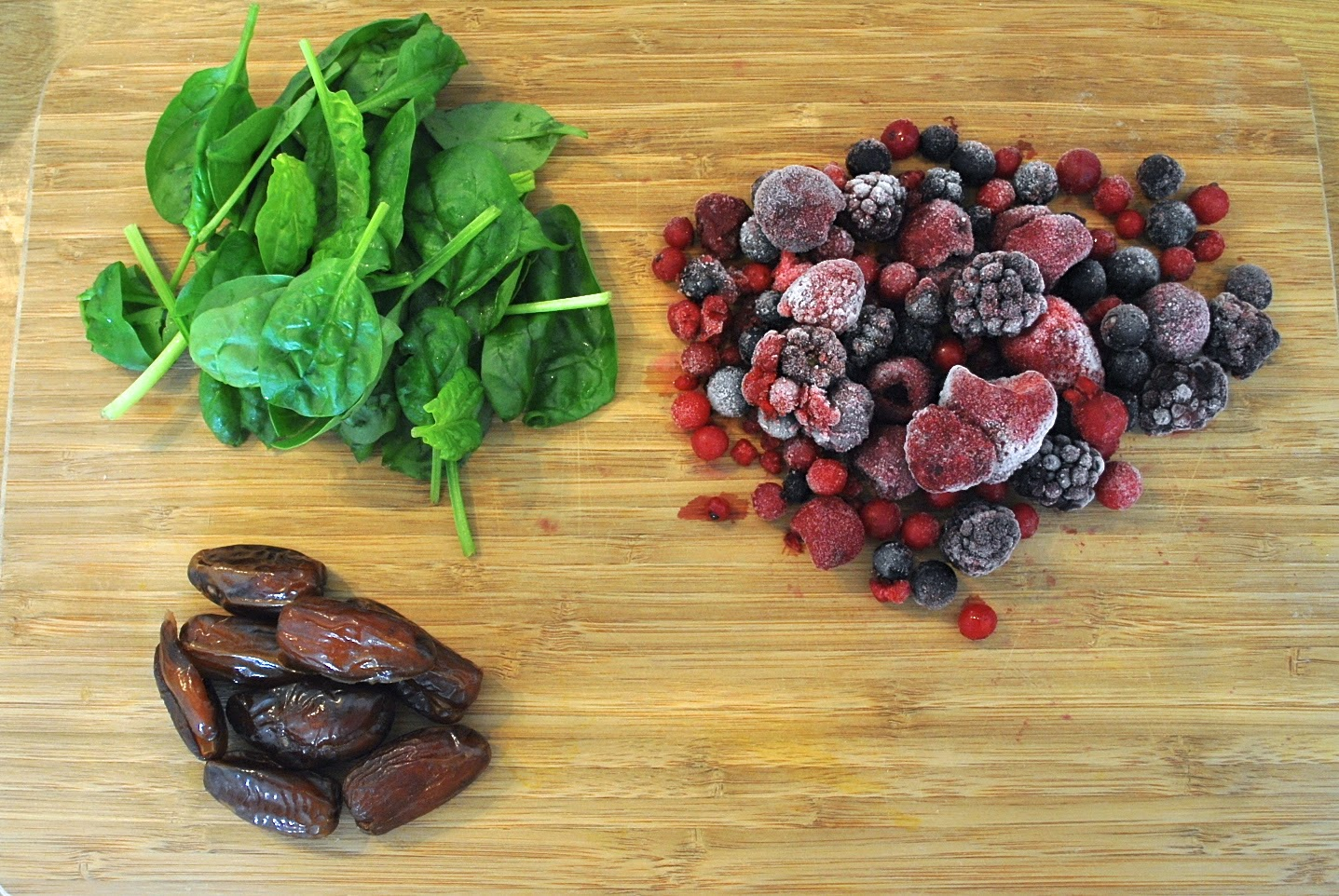 Spinach, berries and dates
