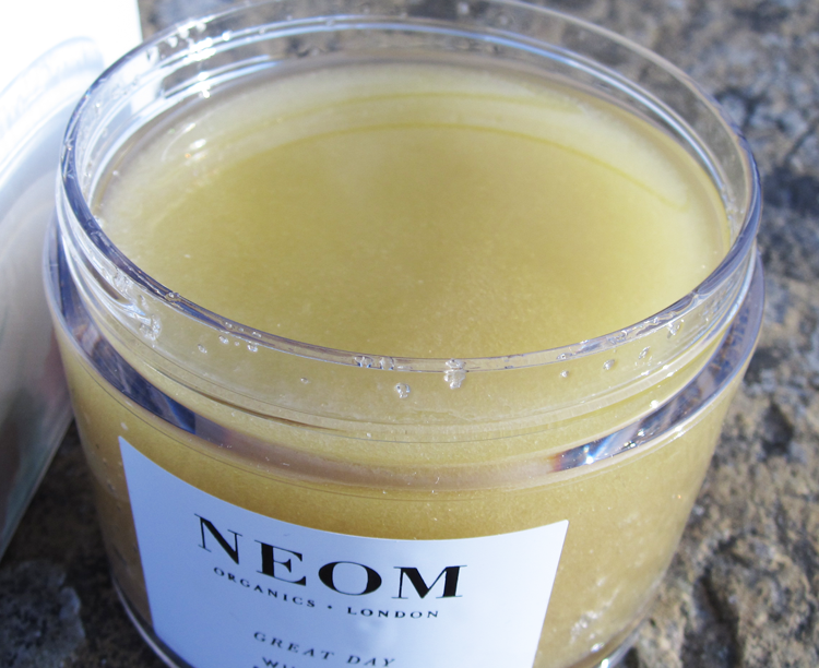 A picture of NEOM Organics Great Day Wild Mint & Mandarin Body Scrub