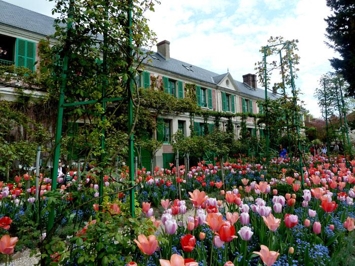 Mirando al mundo con sentimientos la casa y los jardines for Casa mansion los jardines havana