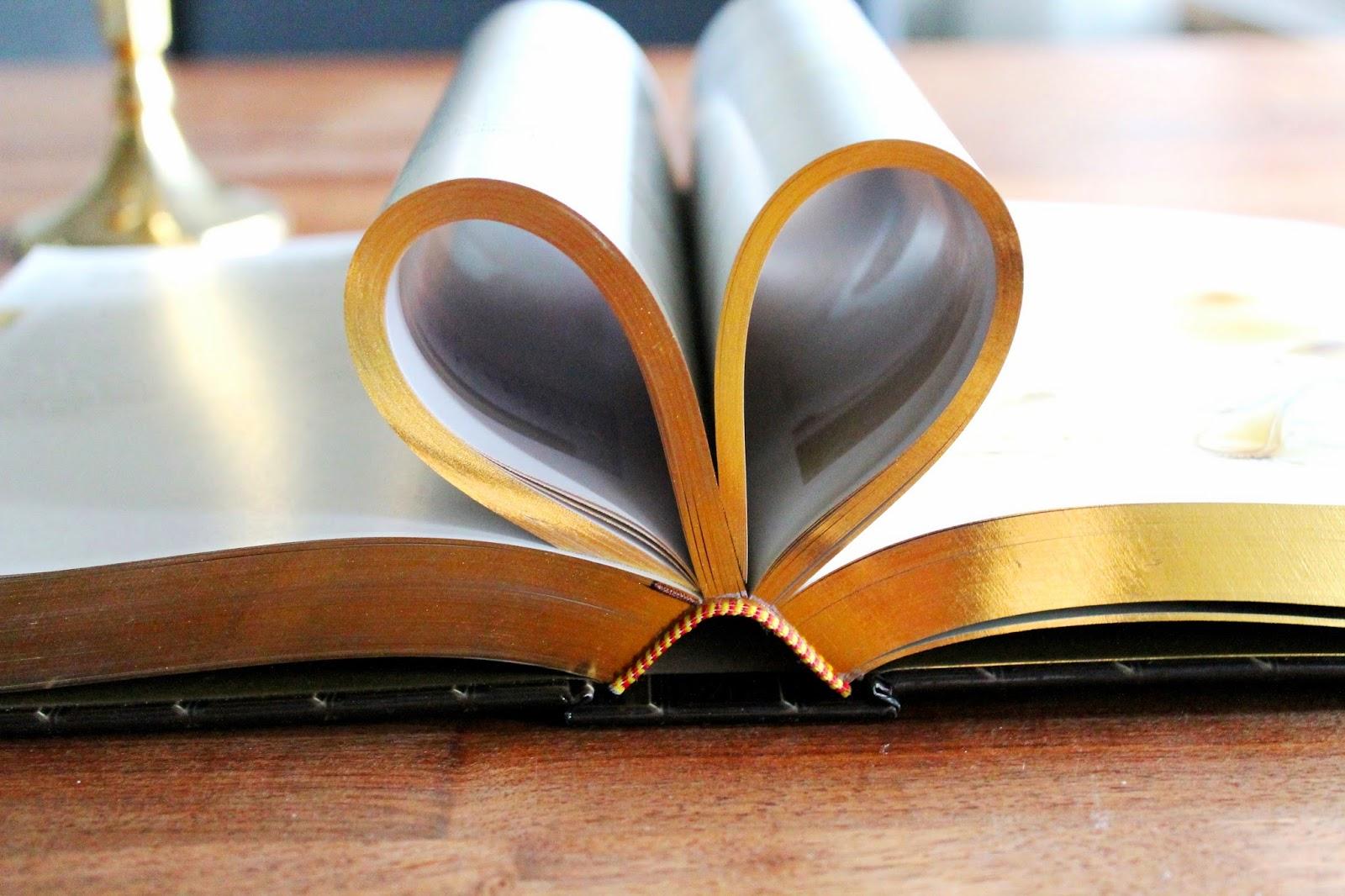 Golden heart, booklover   Alinan kotona blog #booklover #gold #heart #books