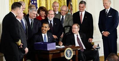 Aprueba Obama ley para detener indefinidamente torturar y negar el juicio a ciudadanos de EEUU