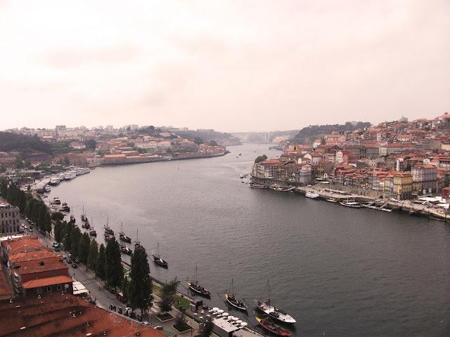 Vista desde teleférico de Gaia, al otro lado del Duero frente a Oporto