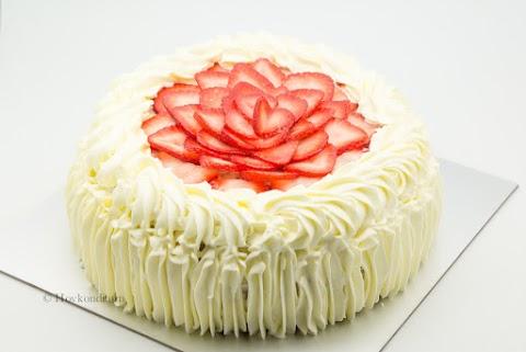 Midsummer Strawberry Cream Cake
