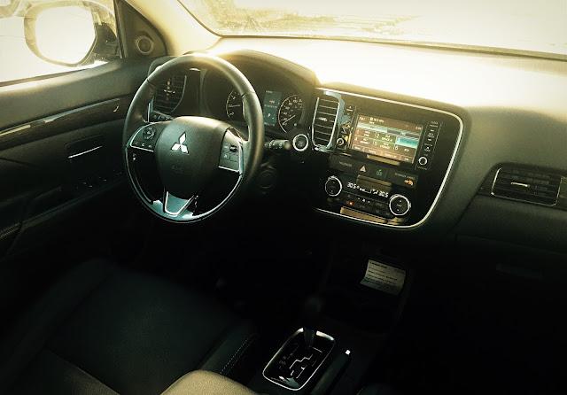 2016 Mitsubishi Outlander ES interior