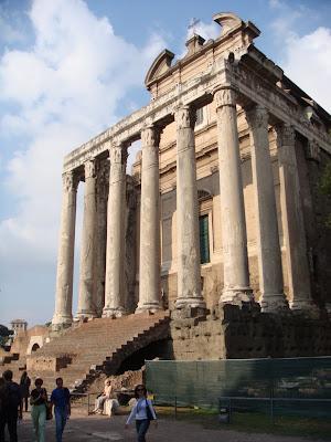 Antonius ve Faustina Tapınağı