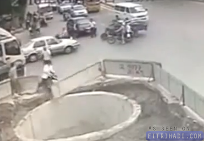 video baru belajar naik motor sampai jatuh lubang