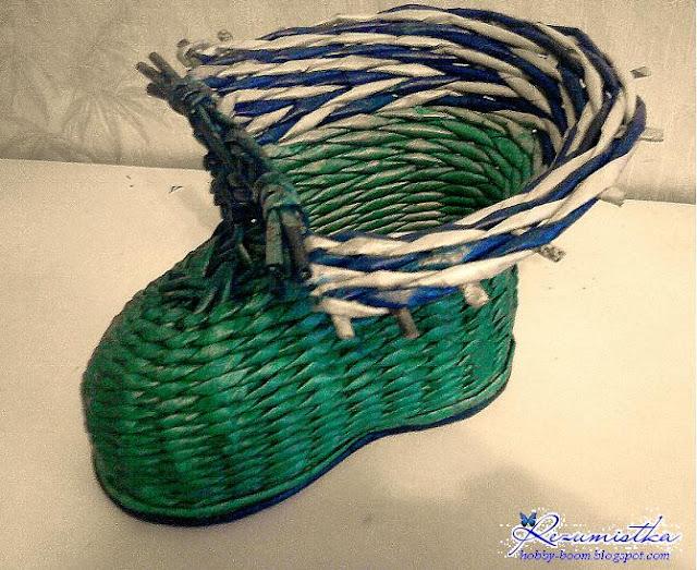 зеленый ботинок из газет