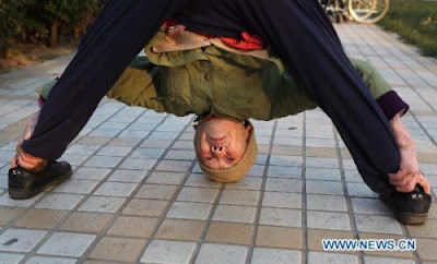 Zhao%2BYufan%2B%25284%2529 - Physically fit 82-year-old grandma - Weird and Extreme