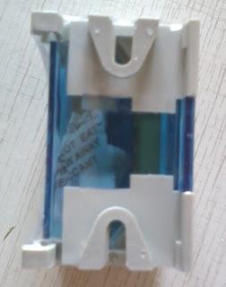 Нулевая шина в корпусе IEK вид сзади крепёж на дин-рейку