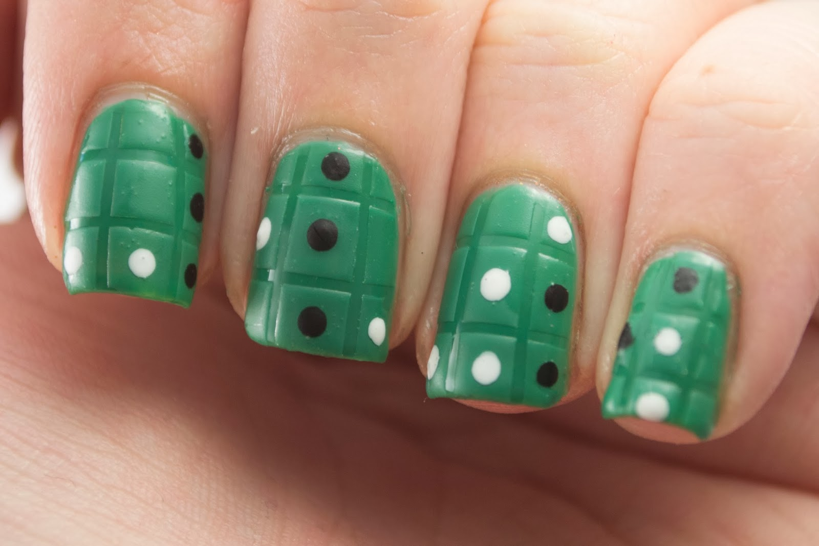 nails, nail art, nail polish, polish, game night, othello, green, dots, grid, matte, hey darling polish, nail art a go go