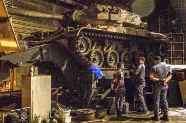 ROTA encontra cargas roubadas e dois Tanques M-41 num galpão