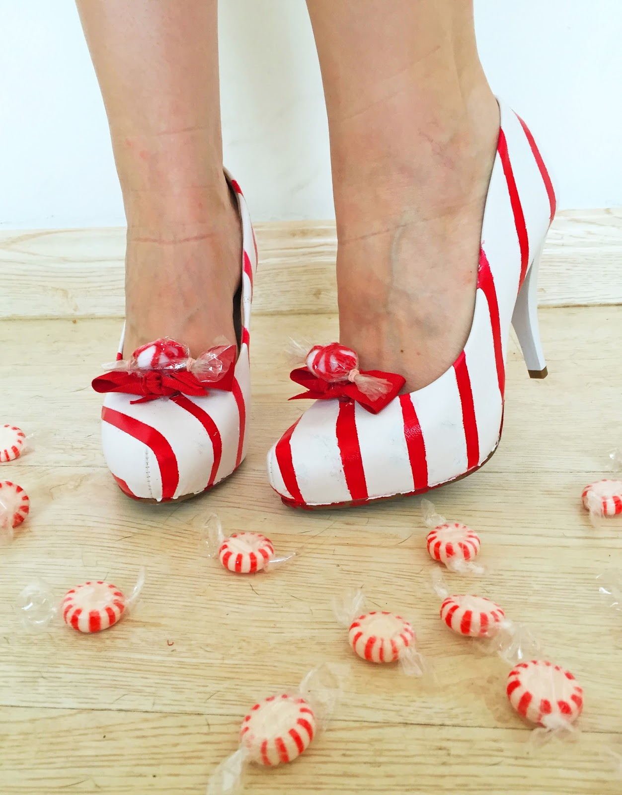 Adorable peppermint shoes for Christmas! Tutorial on the blog