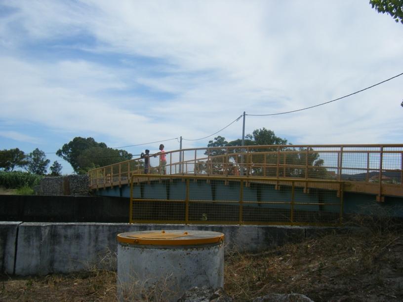 Ponte que dá de uma parque de Merendas para outro