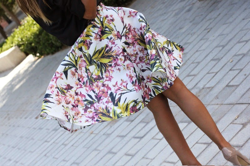 katherine_jenkins_copia_el_look_get_the_look_style_moda_blogger_tendencias_falda_flores_it_girl