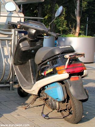 Moto coreana sin matrícula en Seúl
