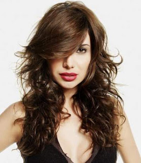 gaya-rambut-panjang-wanita-curly-layered