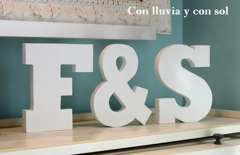Con lluvia y con sol iniciales de madera para apoyar s f para sarai - Casa letras madera ...