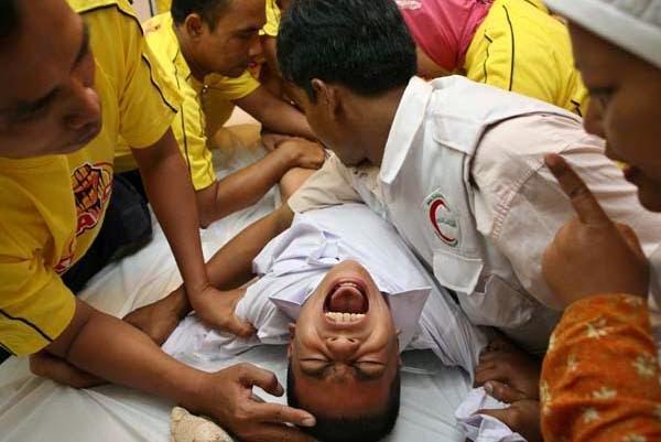 Lelaki Potong Kemaluan Sendiri Demi Untuk Mendapatkan Wang (Pandainya !..)