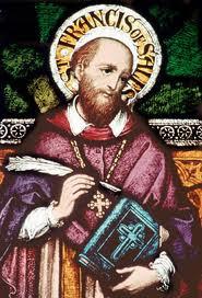 san Francisco de Sales con una pluma y un libro en las manos