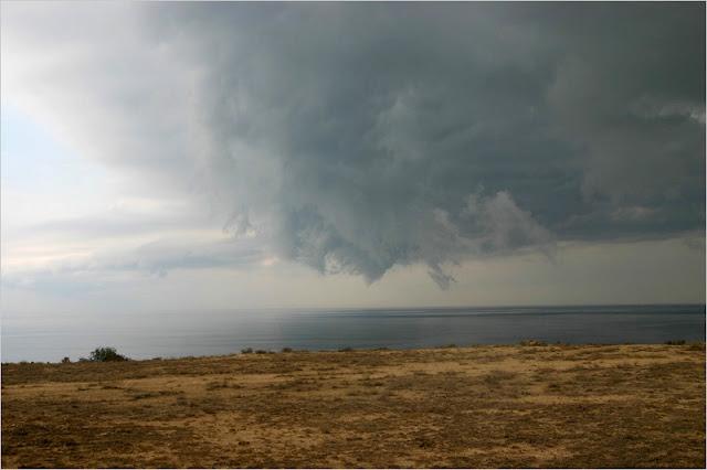 Казахстан, побережье Каспийского моря, мыс Ракушечный. Смерч.
