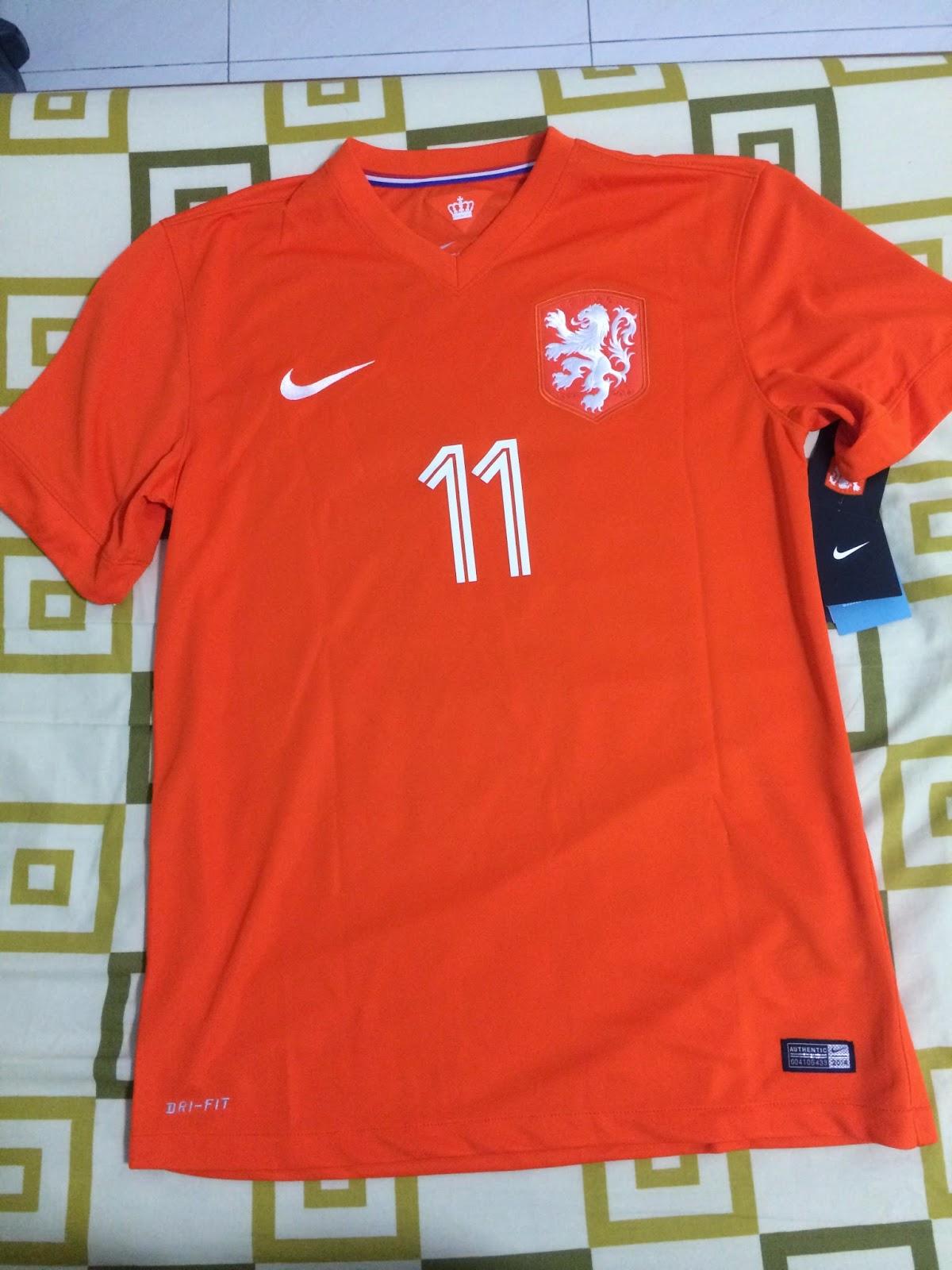 11182e8e1e A Photographer s View  Jersey shopping experience Kitbag (UK)   Premier  Football (SG)