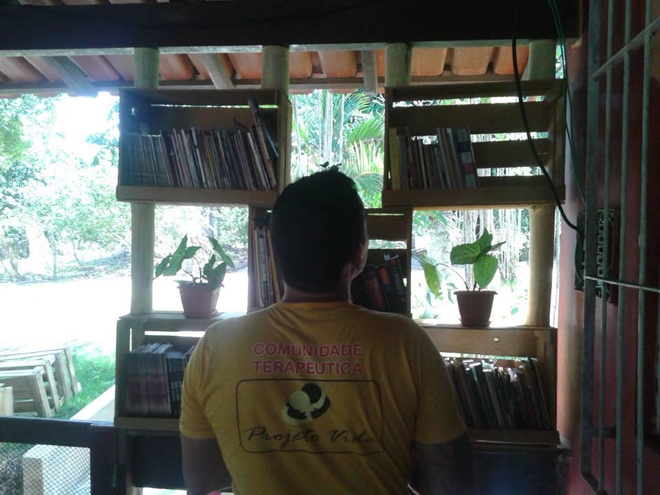 Criação de Biblioteca em Comunidade Terapêutica