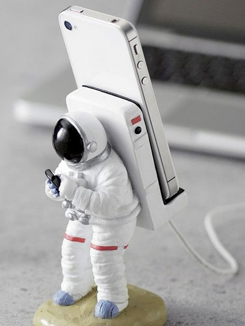 Astronaut  Smartphones Stand