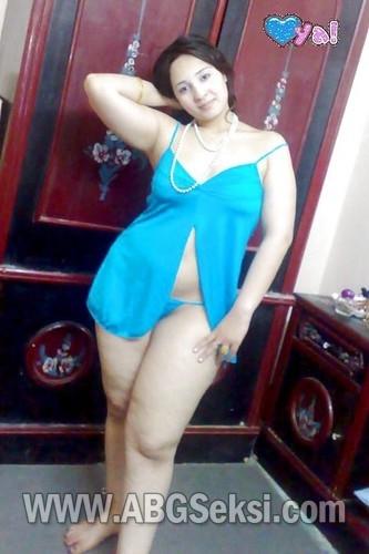 foto hot tante pakai lingerie 1