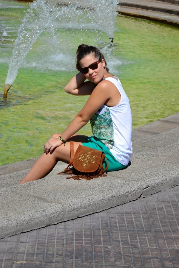 camiseta_tokyo_look_outfit_tonos_verdes_bolso_flecos_primark_bailarinas_puntera_glitter_nudelolablog_08