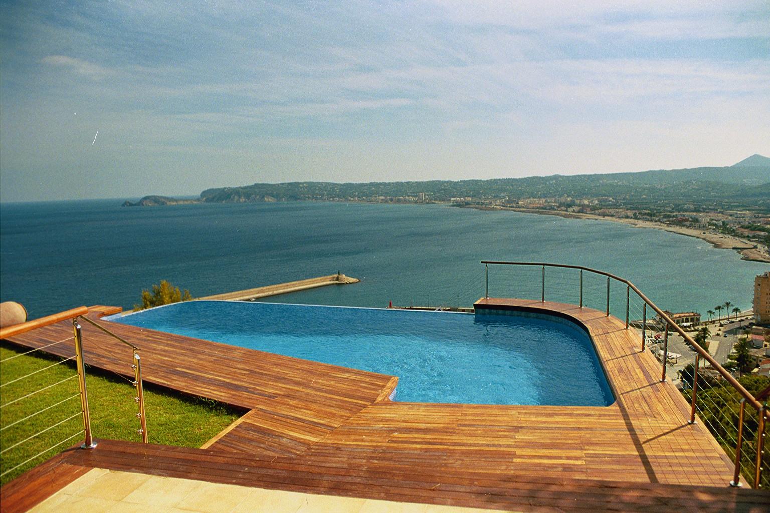 Pavimentos exteriores de piscinas lucas gunitec for Pavimentos ecologicos para exteriores