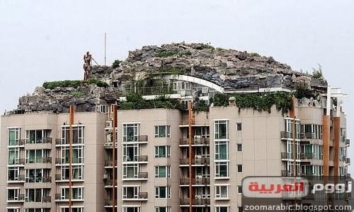 صيني يبني هضبة صخرية وفوقها فيلا