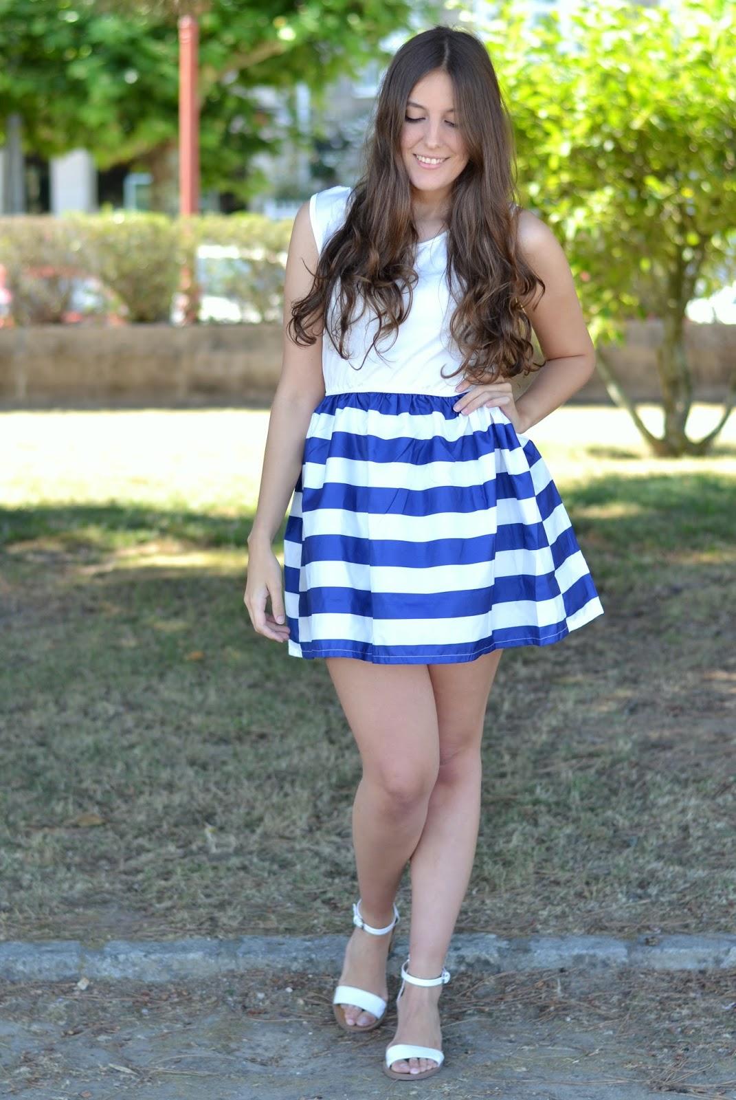 vestido navy, falda rayas