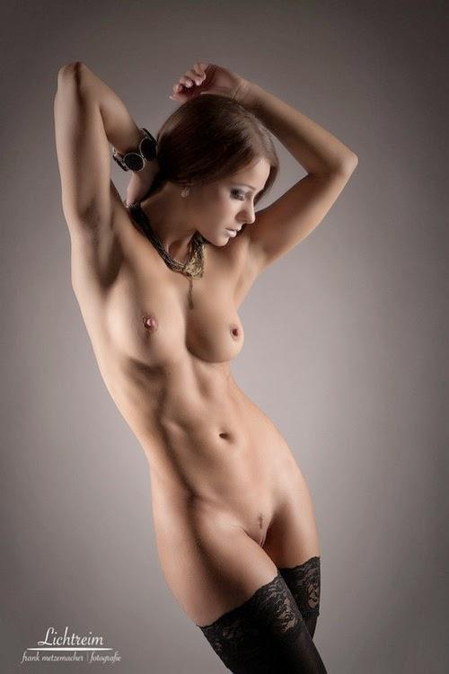 zagorelie-golie-krasivie-devushki