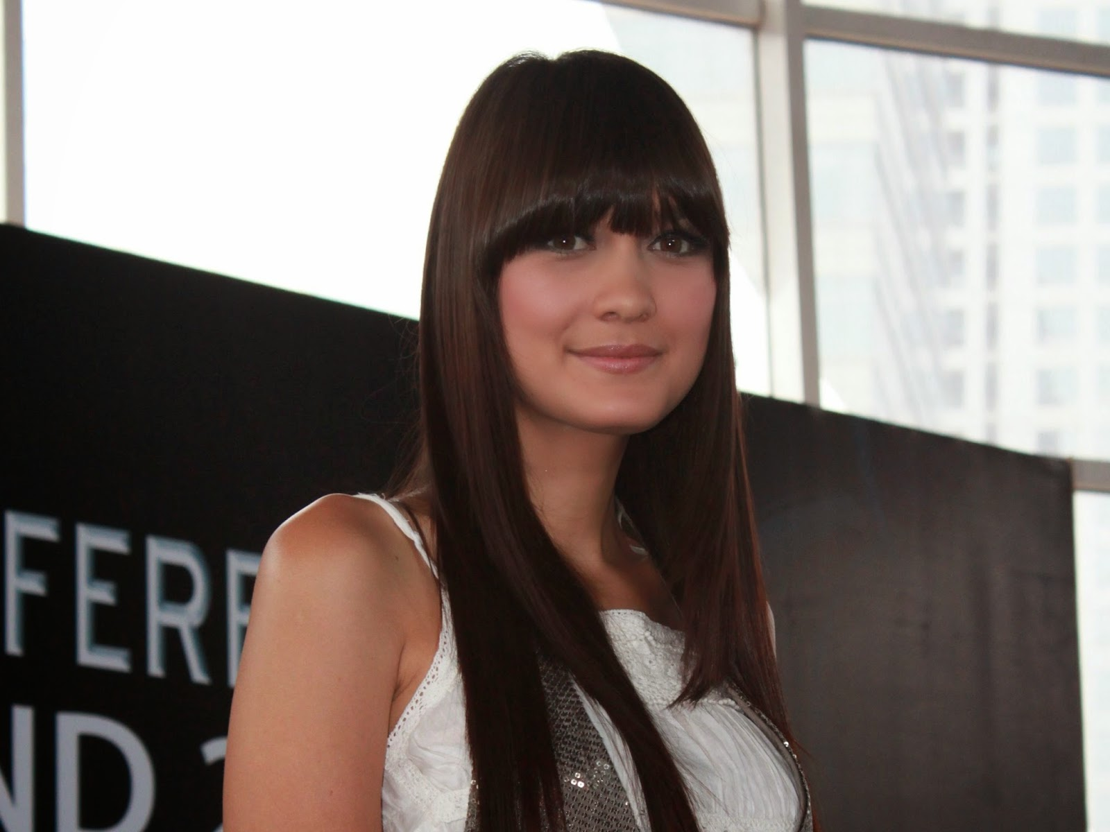 Luna Maya Hairstyles