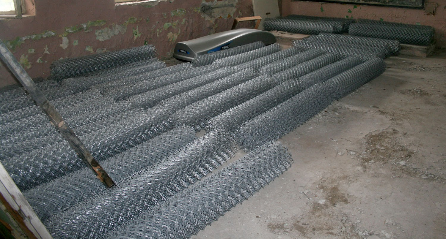 400m of chain link fence in a room