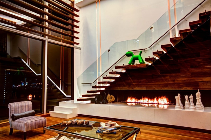 Stairs and fireplace in Modern apartment by Craft Arquitectos