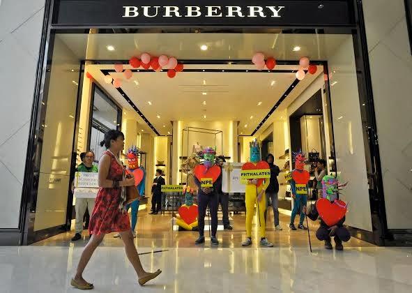"""Greenpeace : Merek Pakaian Burberry  """"Beracun"""""""