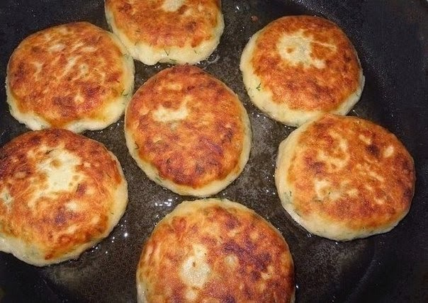 Котлеты из картофеля, сыра и укропа с грибами + соус