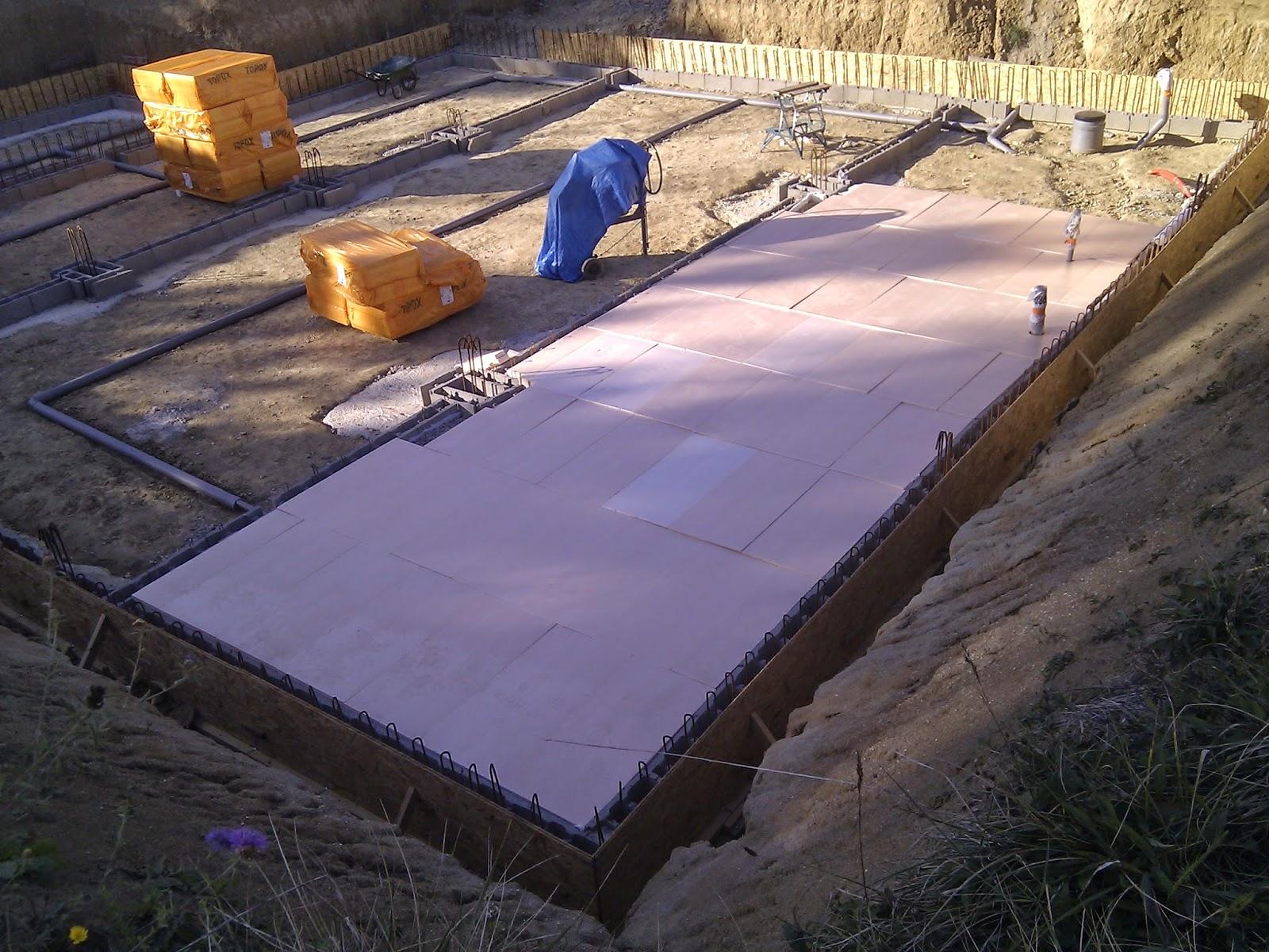 une maison passive en occitanie mise en place gravier et isolant de dalle de sous sol jour 2. Black Bedroom Furniture Sets. Home Design Ideas