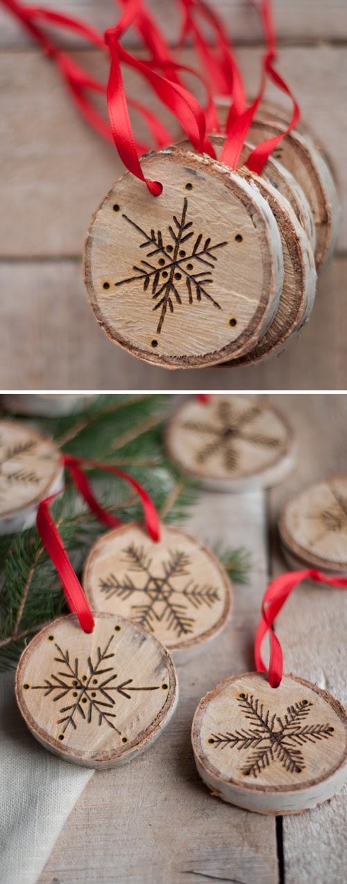realizar adornos navideos grabados en combinacin con un trozo de cinta o cuerda y una rama de abeto o dos conseguirs con estos pequeos adornos dar