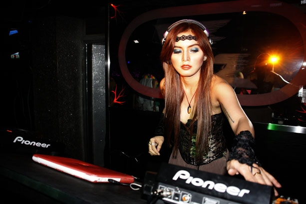 DJ Verny Wanita yang Mengaku Di Hamili Denny Sumargo