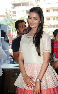 Actress Meenakshi Dixit Latest Pictures at Yes Mart Launch  25.jpg